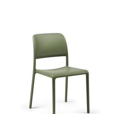 כסאות פלסטיק - ריבה