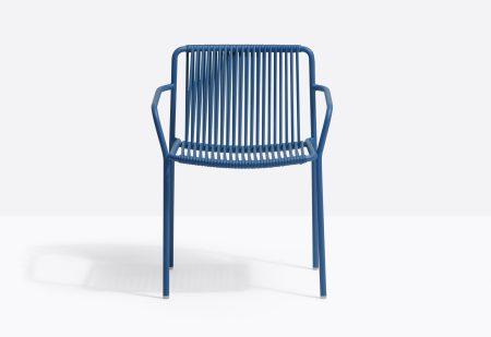 כסא מתכת עם ידיות בצבע כחול