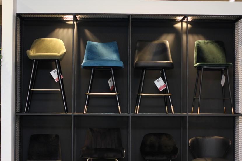 כסאות לבית קפה