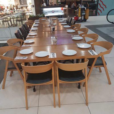 כיסאות עץ למסעדה