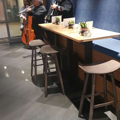 כסאות בר למסעדה